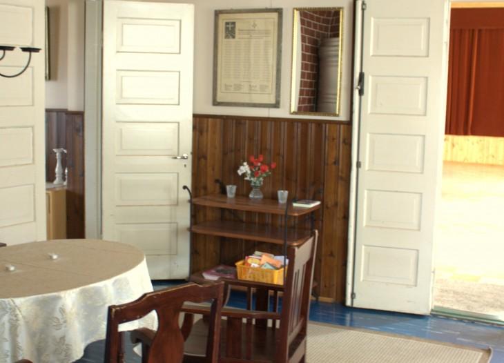 Juhlapaikan ja hääpaikan aula on myös lämminhenkinen ja viihtyisä